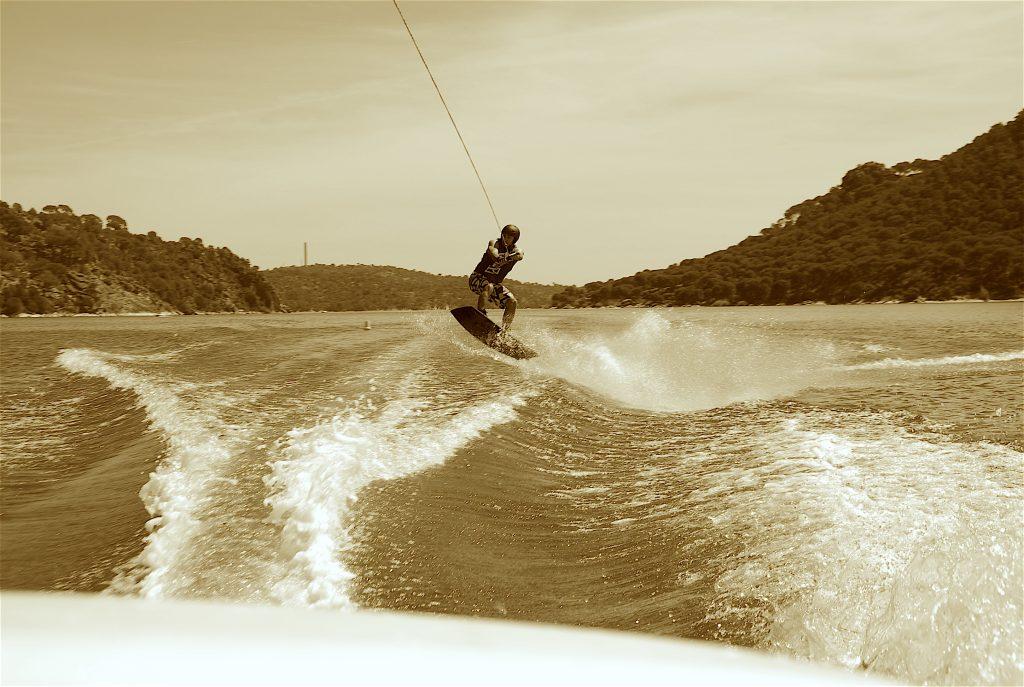 wakeboarding en madrid, aprender, donde hacer wakeboard, pantano de san juan, clases, curso